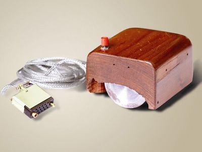 первая компьютерная мышка была деревянной